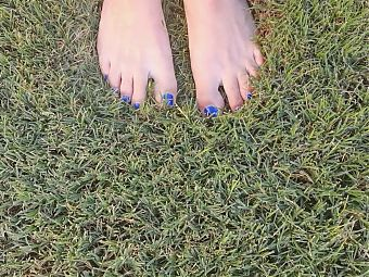 ASMR Toes in grass