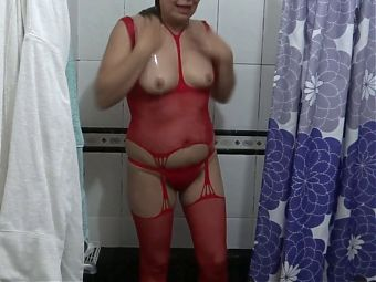 My wifes sister pissing, bathing and washing hairy pussy