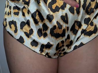 Flashing my hairy pussy in leopard shorts