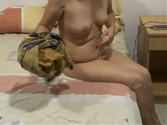 MATURE MOTHER, MASTURBATION ON THE BEACH IN FRONT OF HER SON