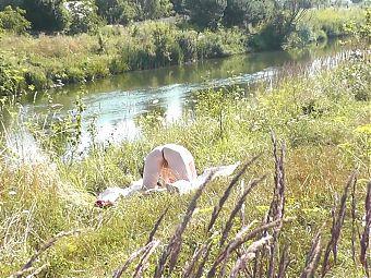Naked mommy MILF sunbathing in public. Peeping on Wild Beach