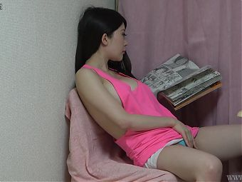 Hiddencam – Japanese Girl Masturbates Under the Desk